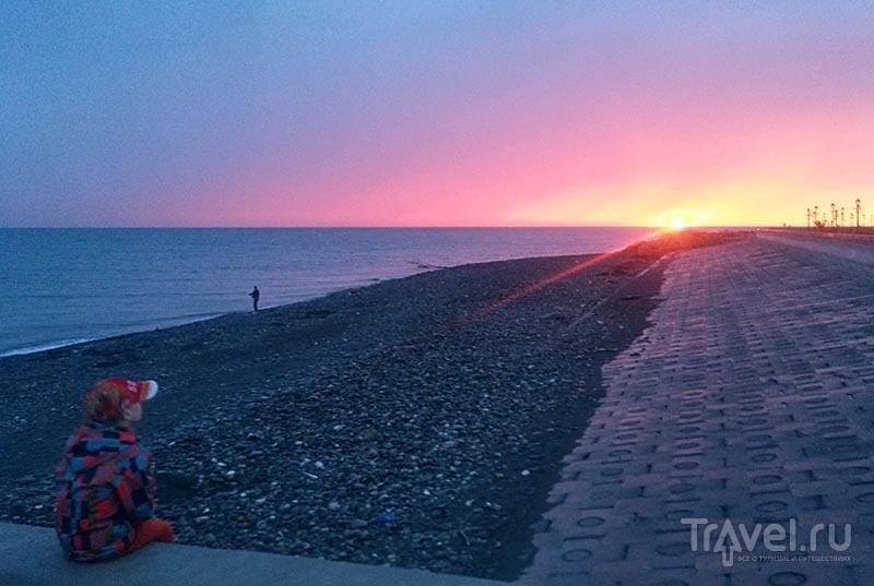 Закат на набережной вдоль Олимпийского проспекта  / Россия