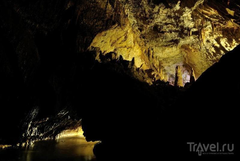 Внутри пещеры Абрскила / Россия