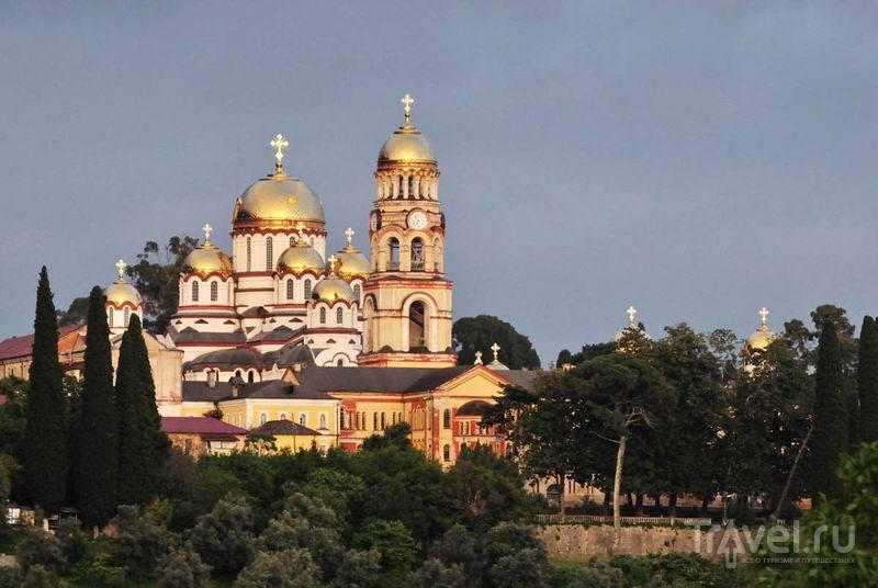 Новоафонский монастырь на закате / Россия