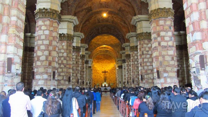 Подземный соляной собор в городе Сипакира / Колумбия