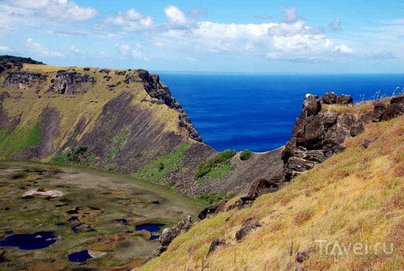 Остров Пасхи. Вулкан Рано Кау и церемониальная деревня Оронго / Фото из Чили