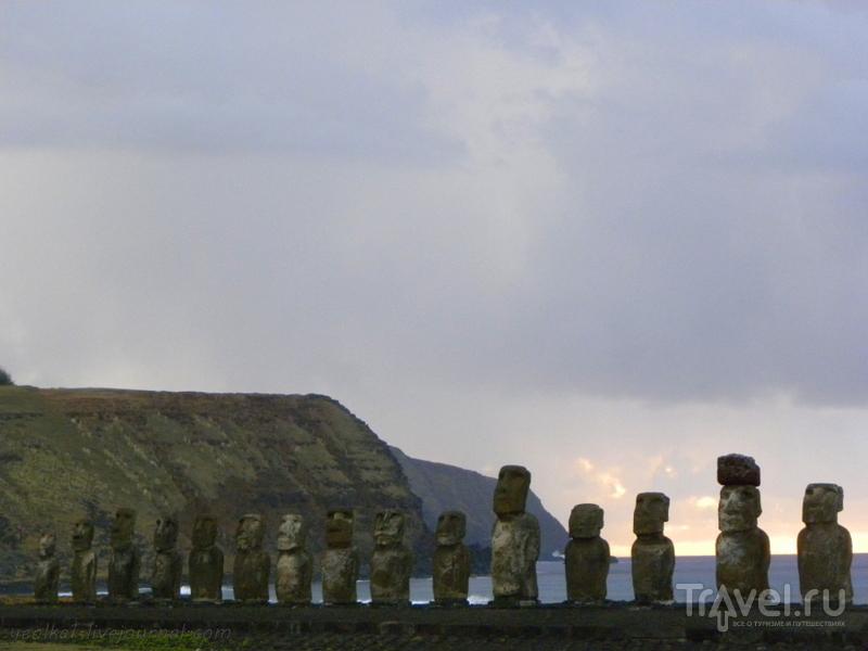 Остров Пасхи. Рассвет на Аху Тонгарики / Фото из Чили