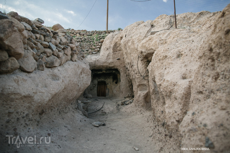 Древняя иранская деревня троглодитов / Фото из Ирана