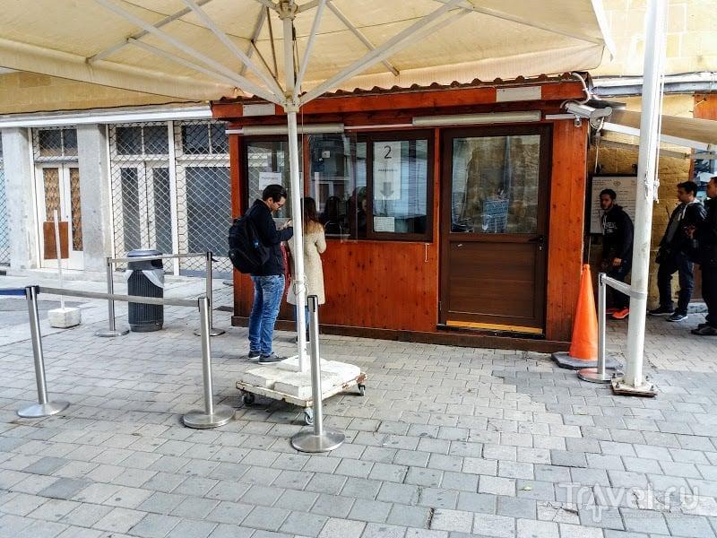 """Пересечение КПП на """"Зелёной линии"""" в Никосии, Кипр. Новая реальность / Кипр"""