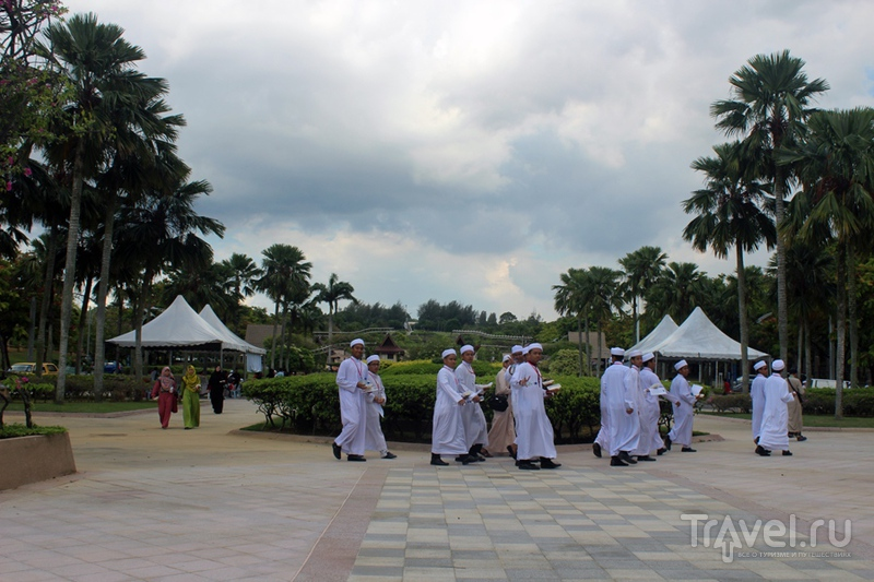 Малайзия: Путраджая - недоделанная новая столица / Фото из Малайзии
