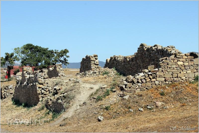 Судакская крепость. На верхнем ярусе укреплений / Россия