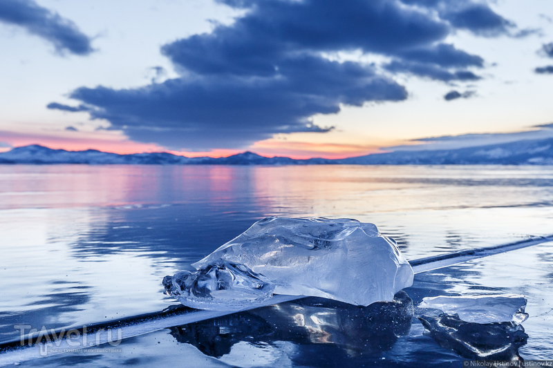 Гуляя над бездной. По льду зимнего Байкала с фотоаппаратом / Фото из России