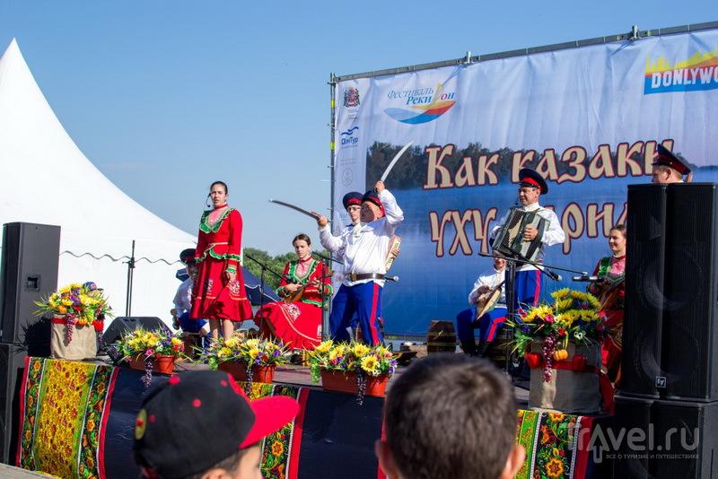 Казачок на сцене / Фото из России