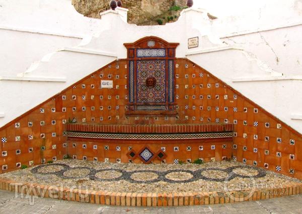 Уличный фонтан в Тарифе / Фото из Испании