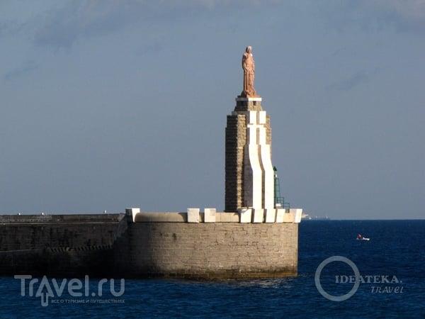 Монумент в Тарифе, Испания / Фото из Испании