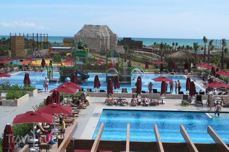 Бассейны в Aska Lara Resort & Spa Hotel / Турция