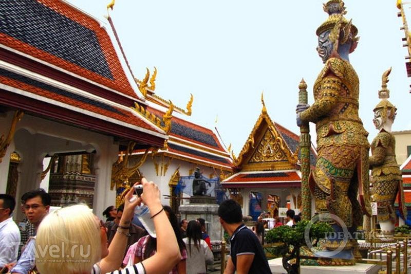 В храмовом комплексе у королевского дворца в Бангкоке  / Фото из Таиланда