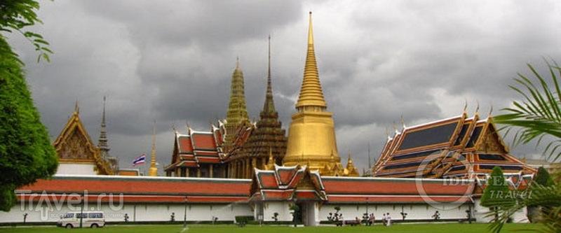 Храмовый комплекс у королевского дворца в Бангкоке / Фото из Таиланда