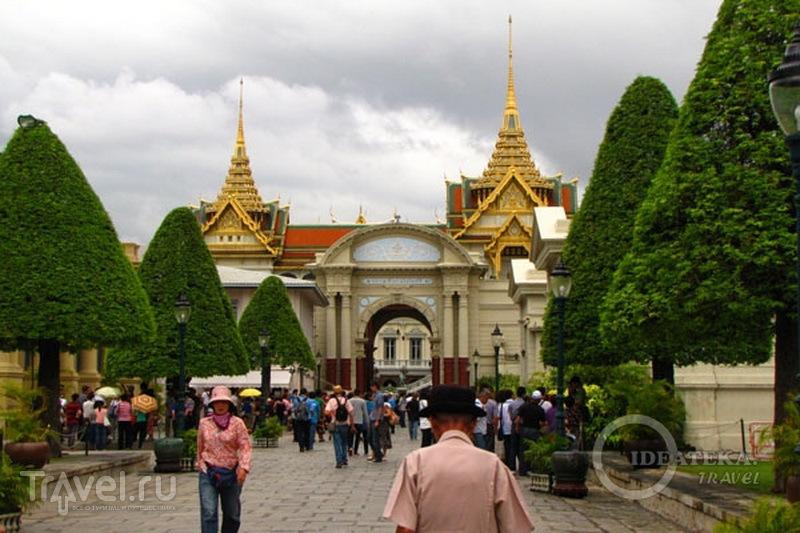 Вход в храмовый комплекс у королевского дворца в Бангкоке / Фото из Таиланда