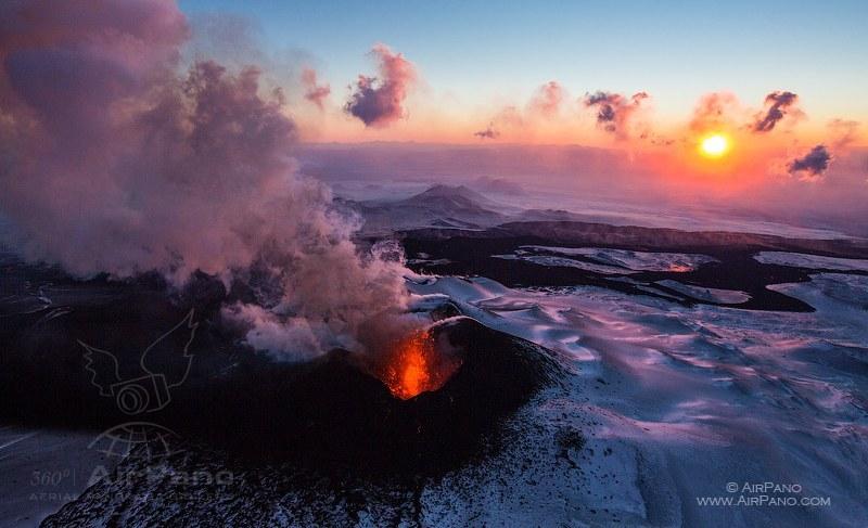 Извержение вулкана Плоский Толбачик в 2012 году / Фото из России