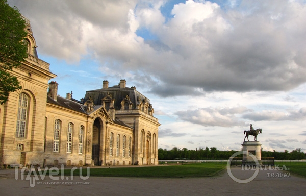 Конюшни замка Шантийи / Фото из Франции