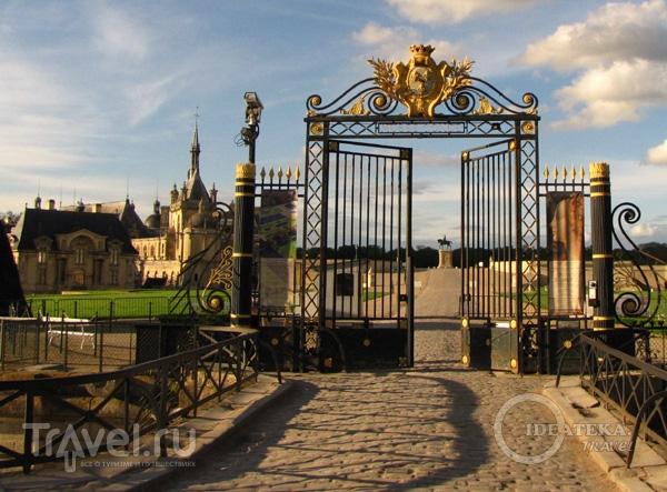 Ворота замка Шантийи / Фото из Франции