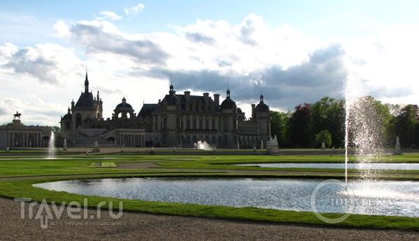 Вид на замок Шантийи / Фото из Франции
