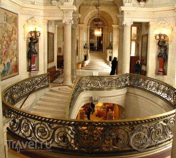 Интерьер замка Шантийи / Фото из Франции