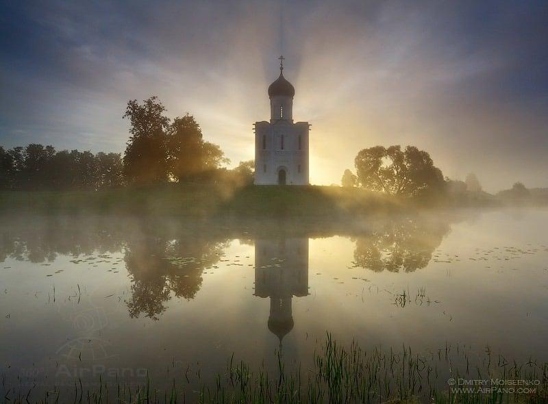 Церковь Покрова на Нерли, разлив рек Клязьма и Нерль / Фото из России