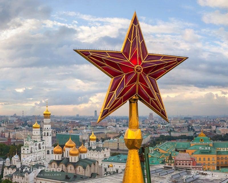 У звезды на Троицкой башне / Фото из России