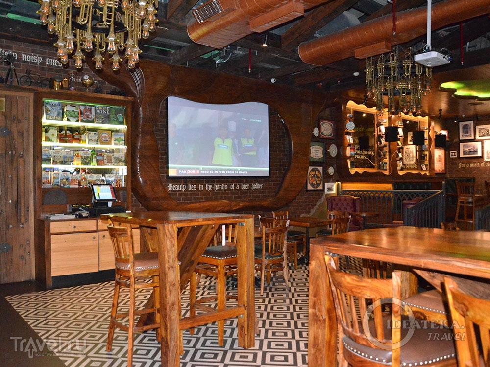 Интерьер ресторана Irish House в аэропорту Дели / Фото из Индии