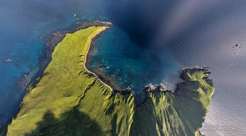 Над бухтой острова Монерон / Фото из России