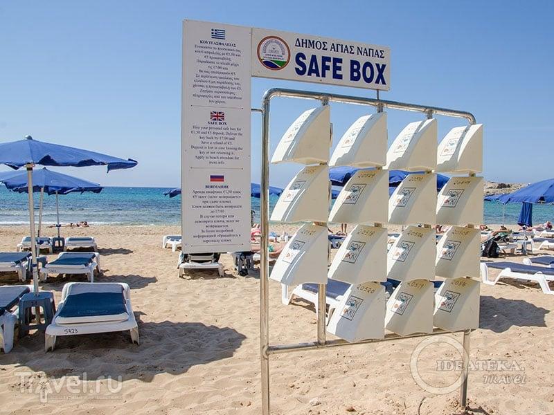 Мини-сейфы на пляже в Айя-Напе / Фото с Кипра