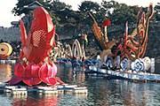 Гигантские фонари на реке Намган. // Tour2Korea.com