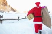 Дед Мороз спешит на трамвай. // GettyImages