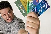 Чтобы снять деньги с кредитки, необязательно ее красть. // GettyImages
