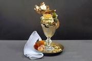 Мороженое покрывают съедобным золотым листом и посыпают крошкой самого дорогого в мире шоколада. // РБК Бизнес-Стиль