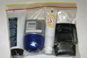 Жидкости в самолет можно проносить только в маленьких тюбиках, упакованных в пакет // Travel.ru