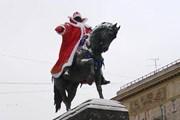 Памятник Юрию Долгорукому обещают одеть в костюм Деда Мороза. // Travel.ru