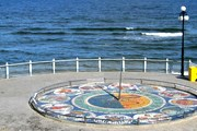 Солнечные часы на светлогорском променаде // Wikipedia