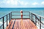 Туристы найдут здесь нетронутую природу, пляжи и море. // Travel.ru