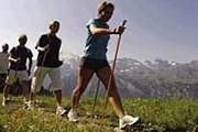 Скандинавская ходьба – популярное спортивное развлечение. // leukerbad.ch