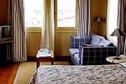 Один из недорогих, но комфортных отелей - Hotel De L'Amphitheatre. // tripadvisor.com