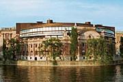 Здание парламента – достопримечательность Стокгольма. // bussbranschen.se