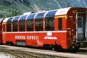 Поезд Bernina Express с панорамными окнами // berninaexpress.ch