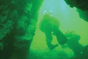 Дайверы изучают пещеру. // balkantravellers.com