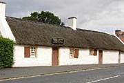 Коттедж, построенный отцом Роберта Бернса // scotland-placestovisit.com