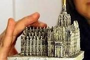 Статуэтка Миланского собора стала популярным сувениром. // Reuters