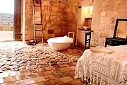 Пещерный отель предложит комфортный отдых. // independent.co.uk