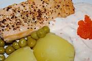 Одно из традиционных шведских блюд - лосось под соусом. // distinguish.blogg.se