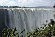 Главная достопримечательность Замбии - водопад Виктория. // Wikipedia
