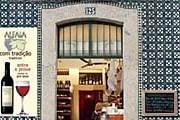 Бар Garrafeira Alfaia в Лиссабоне // travelandleisure.com