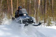 Сафари на снегоходах - в числе возможностей отдыха в Мурманской области. // Adrenalinetour.Ru