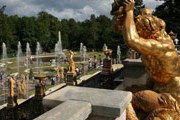 Фонтаны Большого каскада можно посмотреть в режиме онлайн. // peterhofmuseum.ru