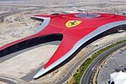 Крыша тематического парка украшена логотипом Ferrari. // Automotive News